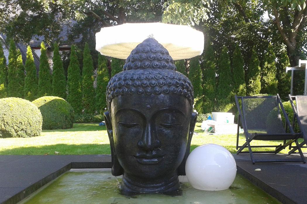 Buddha-Dekoration für den Mallorca-Garten