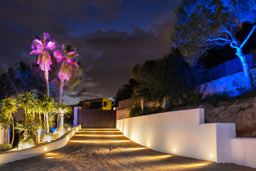 Balearen: Lightshow im Garten
