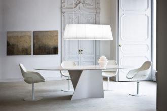Eleganter Tisch für die Mallorca-Finca