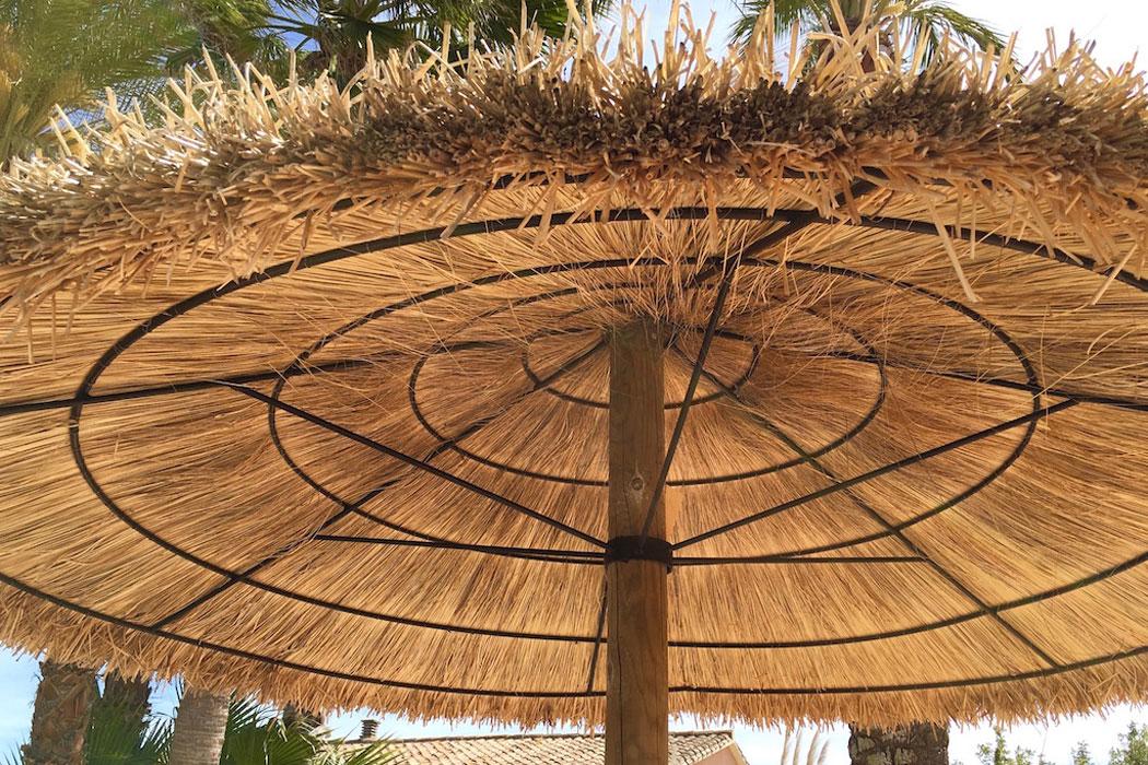 Strohschirme: Authentische Schattenspender für Mallorca