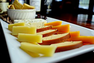 Käse und Wein auf Mallorca