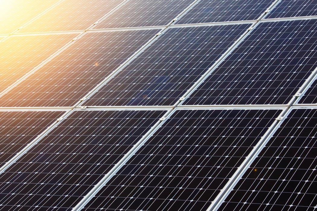 Hotelbetten mit Solarpark auf Mallorca